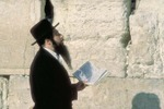 Jewish_man_praying_2